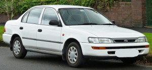 1996-1999_Toyota_Corolla_(AE101R)_CSi_sedan_(2011-06-15)_01