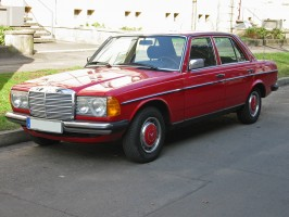 Mercedes_W123_1_v_sst