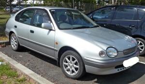 1998-1999_Toyota_Corolla_(AE112R)_CSX_liftback_01